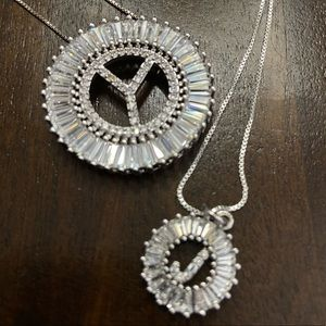 Jewelry - Bigger pendant with chain of 18 in